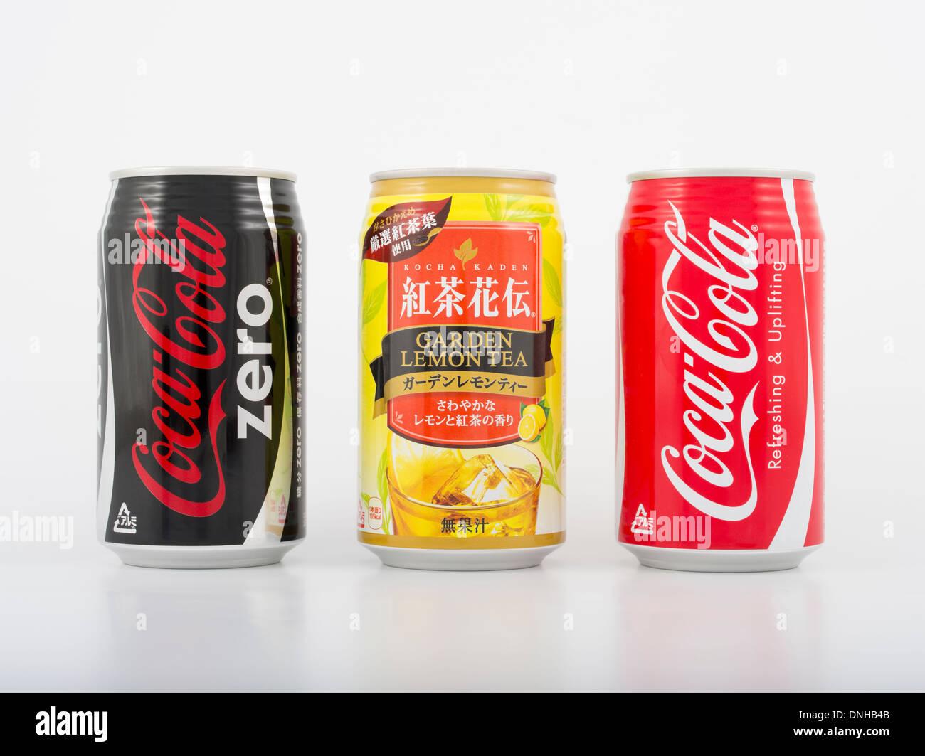 Getränke in Dosen von Coca-Cola Beverages in Japan. Original Coca ...