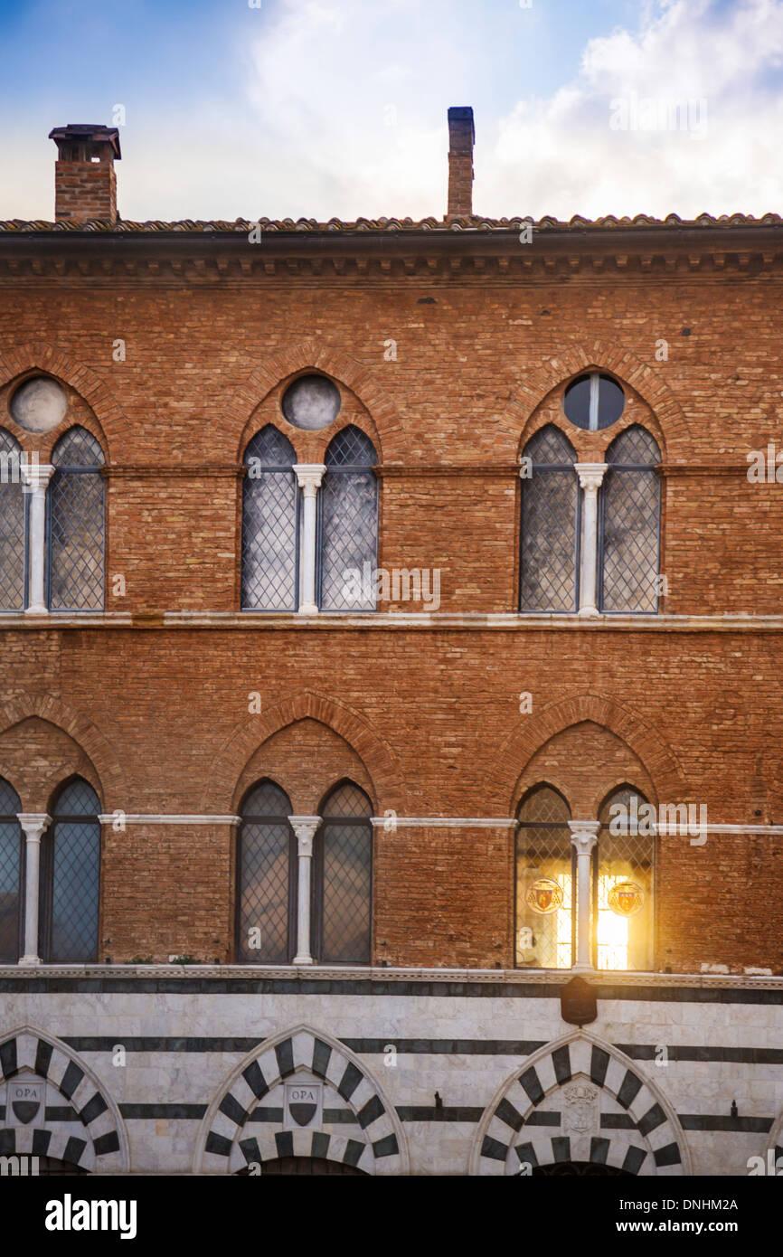 Fassade von einem denkmalgeschützten Gebäude, Siena, Provinz Siena, Toskana, Italien Stockfoto