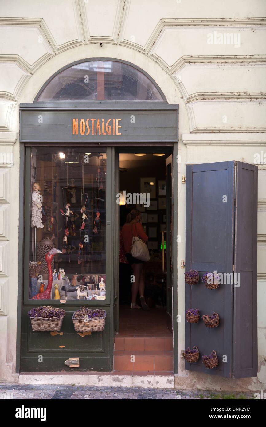Nostalgie-Shop; Mala Strana Viertel; Prag; Tschechische Republik; Europa Stockbild
