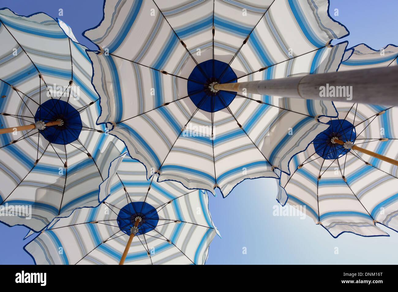 Civitavecchia, Italien, überspannt Sonnenschirme Stockbild