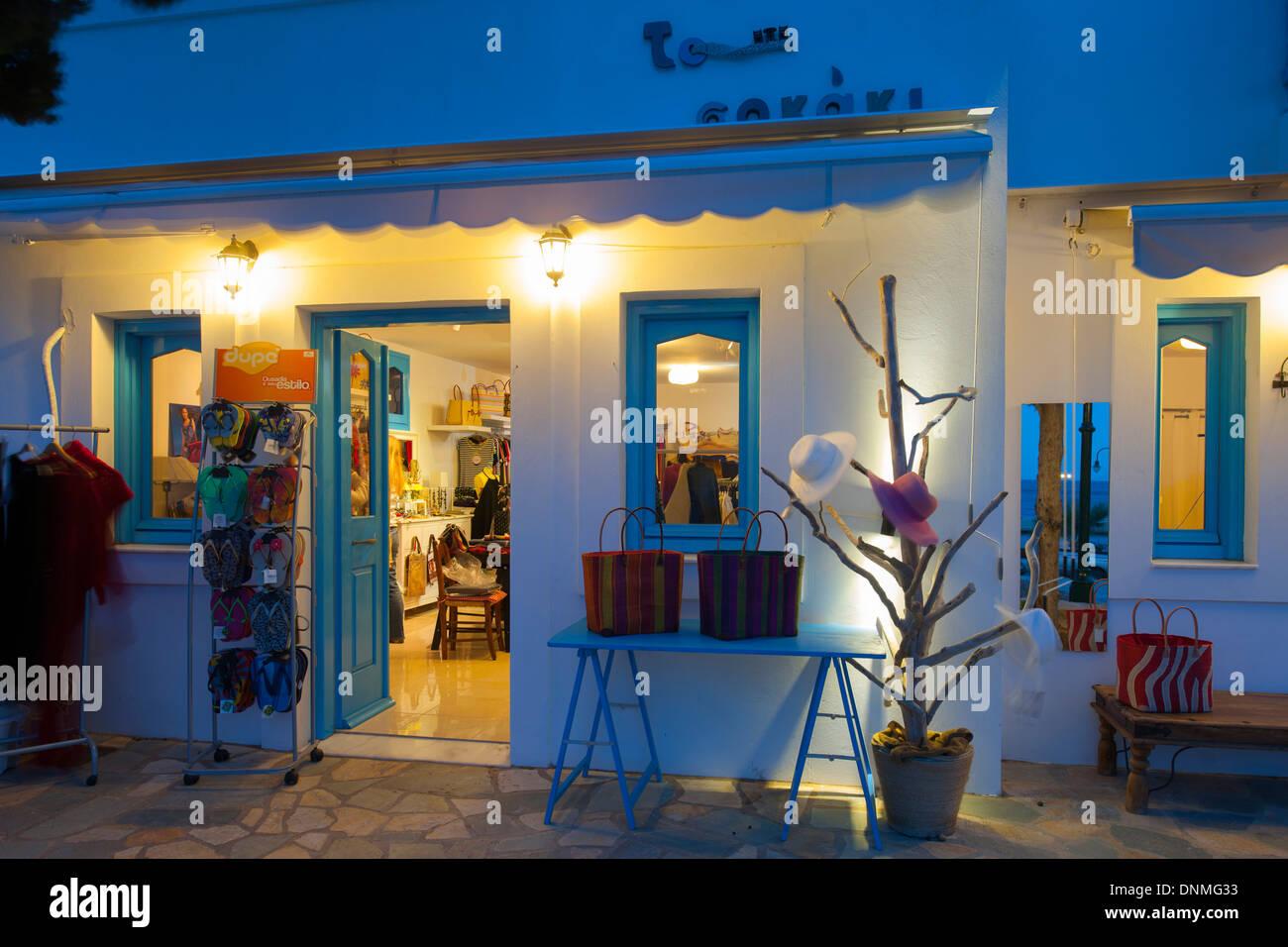 Griechenland, Insel Tilos Hafenort Livadia, Boutique Auf der Platia Stockbild