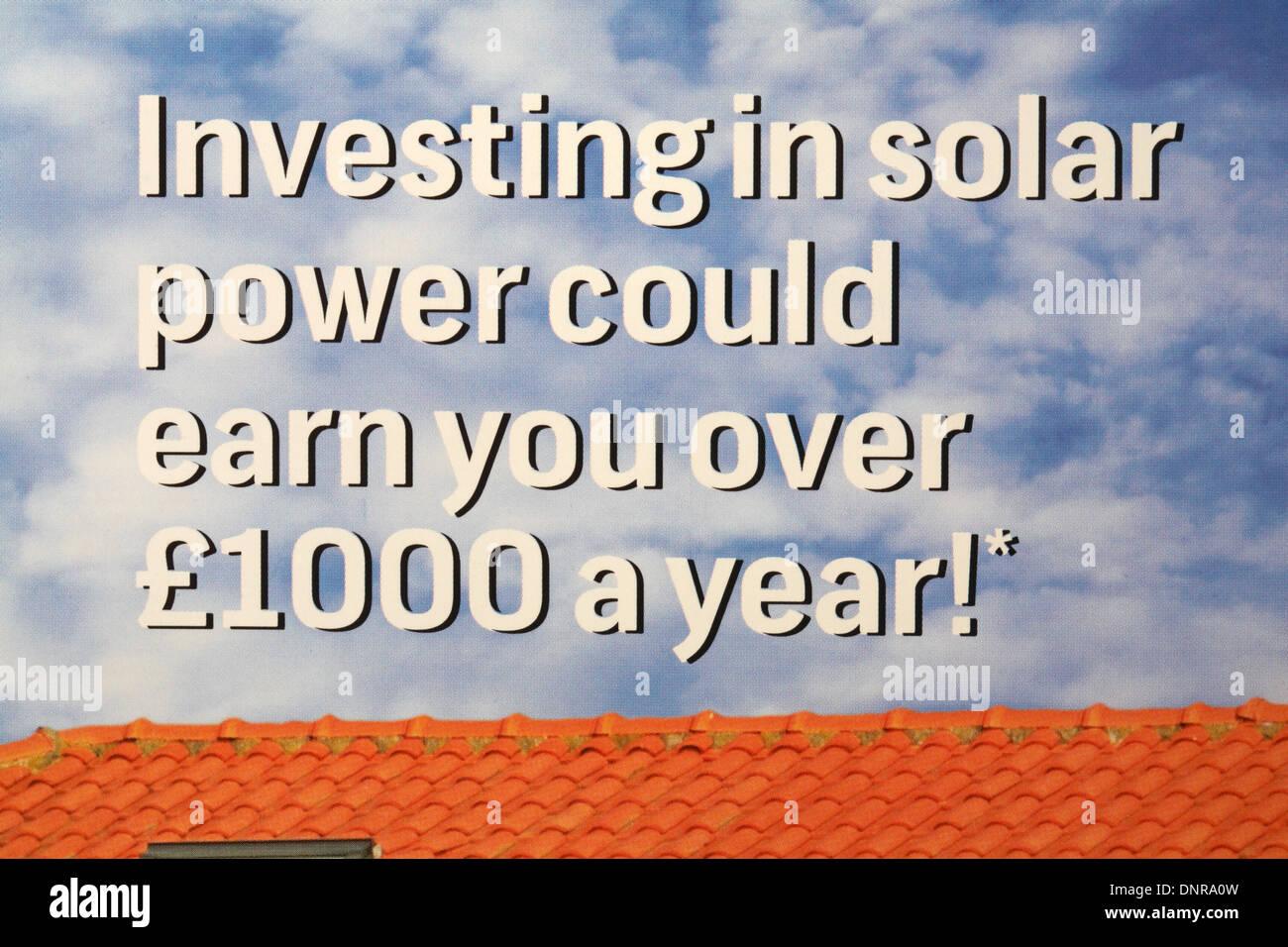 In Solarenergie investieren, die Sie über 1000 Pfund pro Jahr - Informationen auf Umschlag von Energy Conservation Group verdienen könnte Stockbild
