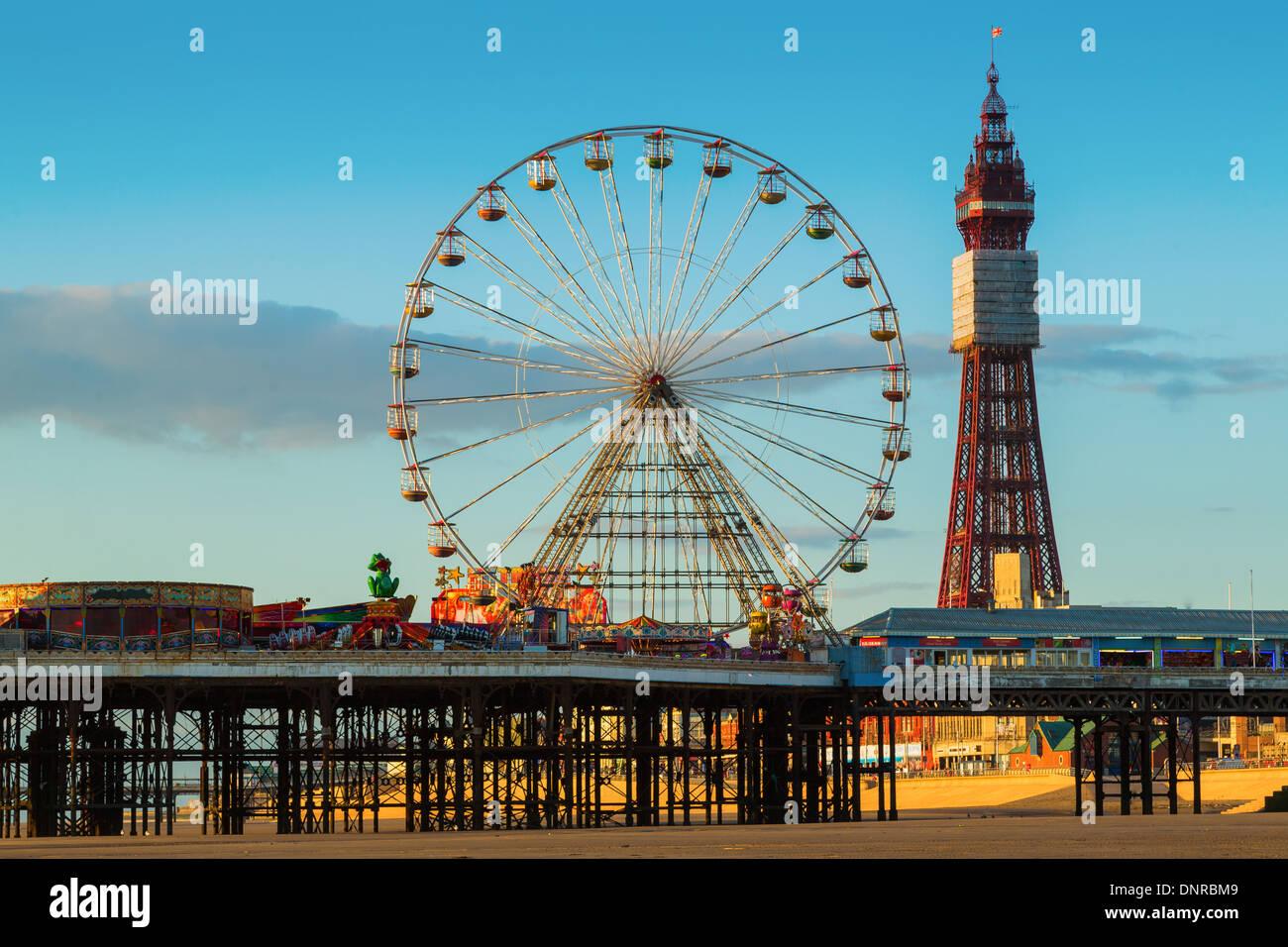 Blackpool Central Pier mit Riesenrad und TurmStockfoto