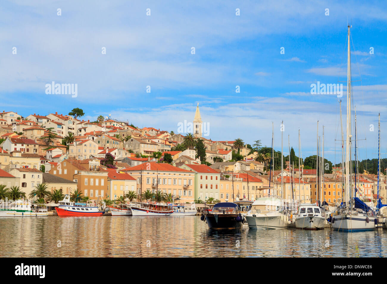 Mali Losinj Waterfront und Hafen, Insel Losinj, Dalmatien, Kroatien Stockbild