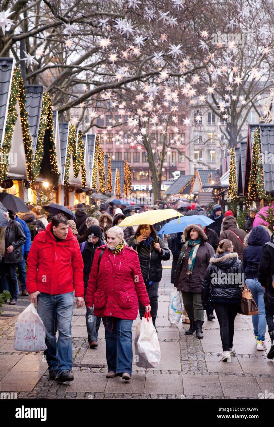Christbaumkugeln Köln.Weihnachten Markt Köln Straßenszene In Der Engel Markt Statt Auf