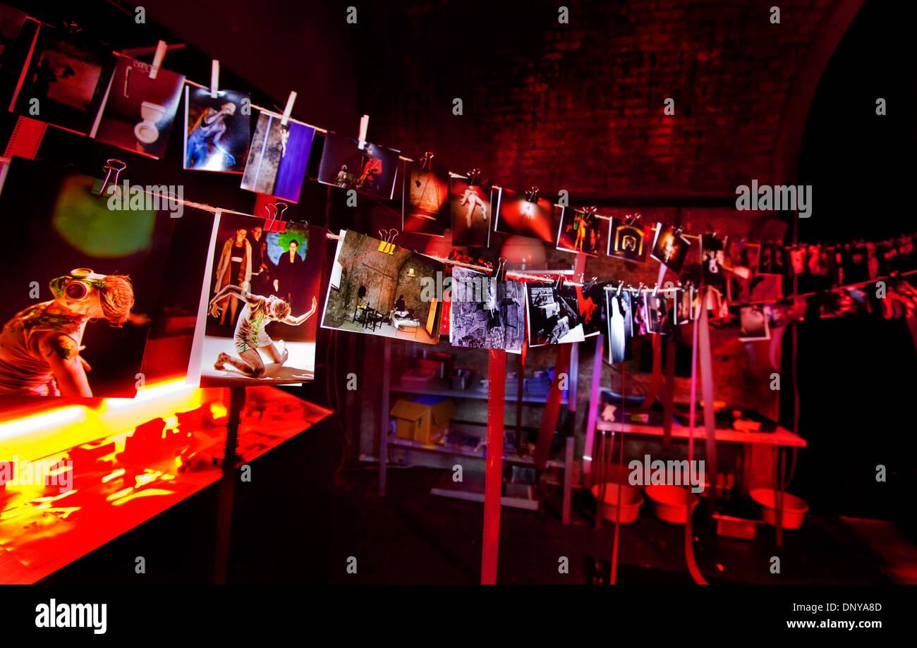 Dunkelkammer mit Trocknung gedruckt wird, in der Künstler Platz, Shunt, London Bridge Stockbild