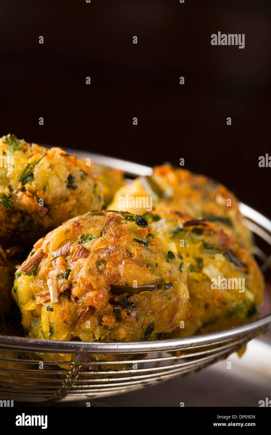 Falafel Kugel, frittierte Kugel oder Patty gemacht vom Boden Kichererbsen, eine traditionelle orientalische Speisen Stockbild