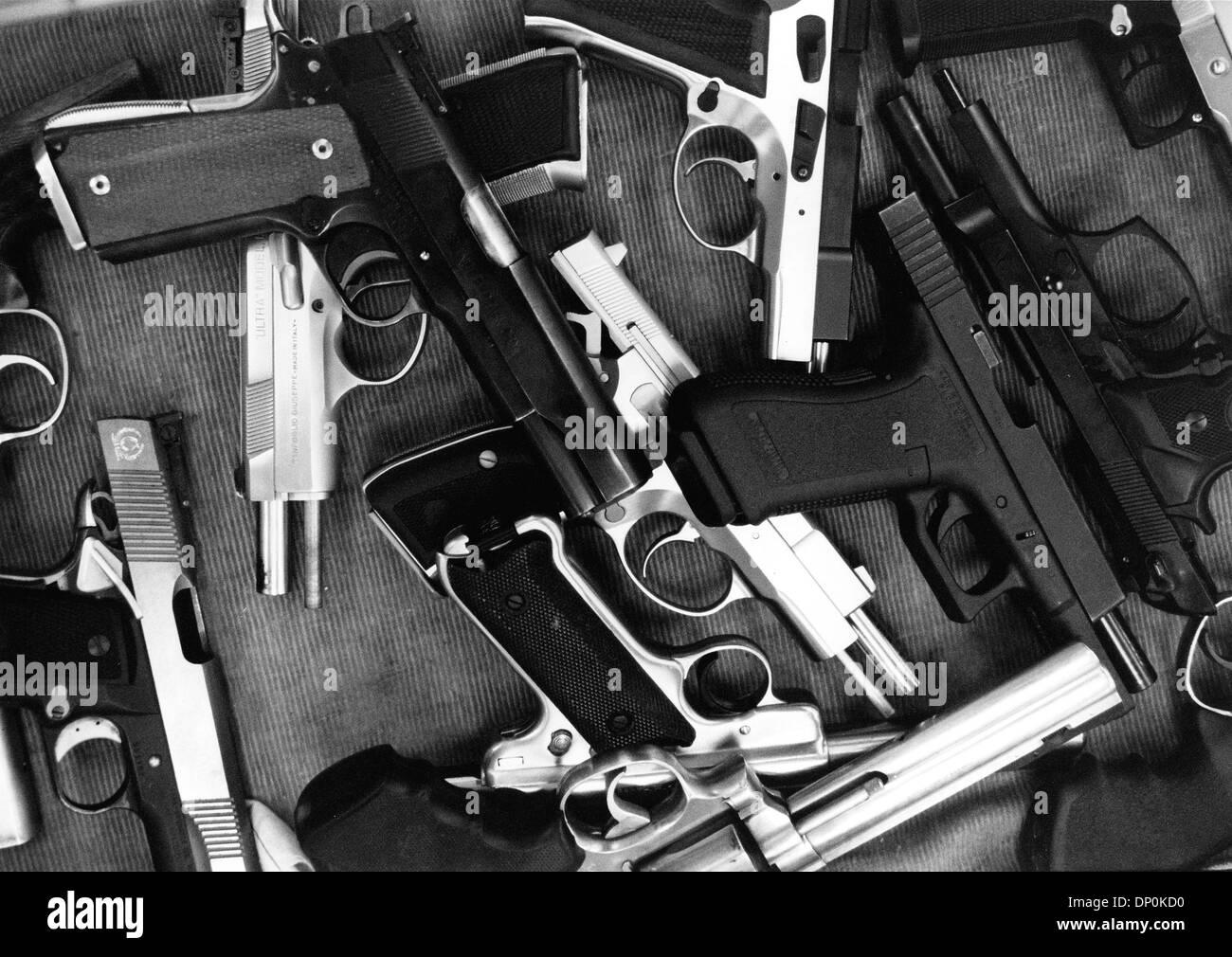 26. Juni 2008 - endet Washington, DC, USA - The US Supreme Court, dass die Amerikaner ein verfassungsmäßiges Recht, Waffen zu tragen ein Verbot von Handfeuerwaffen in Washington, DC in seinem ersten Urteil über Pistole Rechte in 70 Jahren besitzen. 5-4 Grundsatzentscheidung das Gericht sagte, dass die Stadt Recht die zweite Änderung der Verfassung der Vereinigten Staaten verletzt, das die Richter sagte Bürgerinnen und Bürger das Recht auf g halten garantiert Stockbild