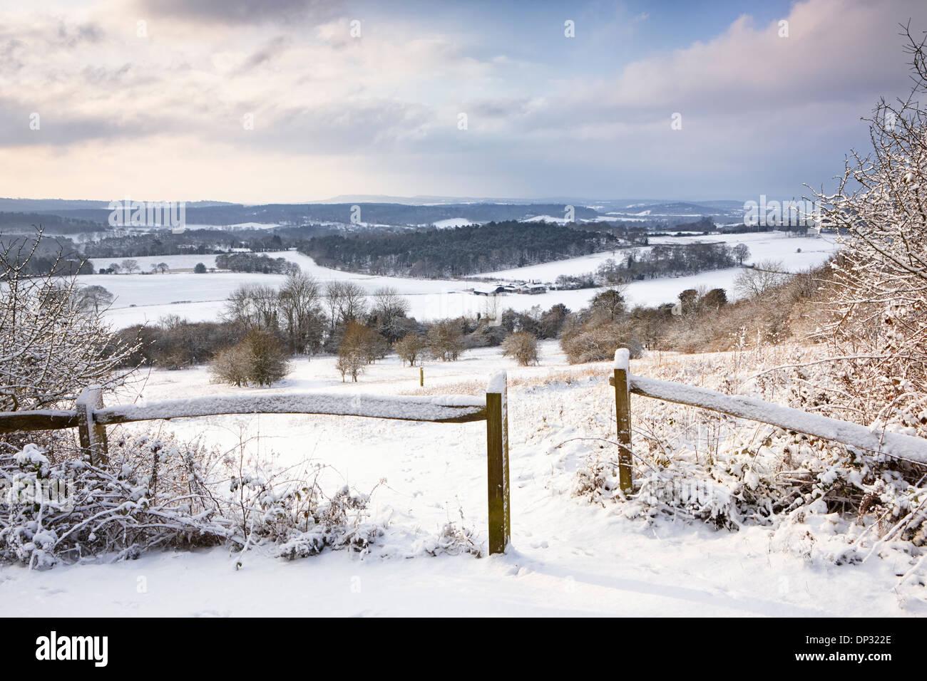 Frischer Schnee fallen für die Surrey-Landschaft am Newlands Ecke Stockbild