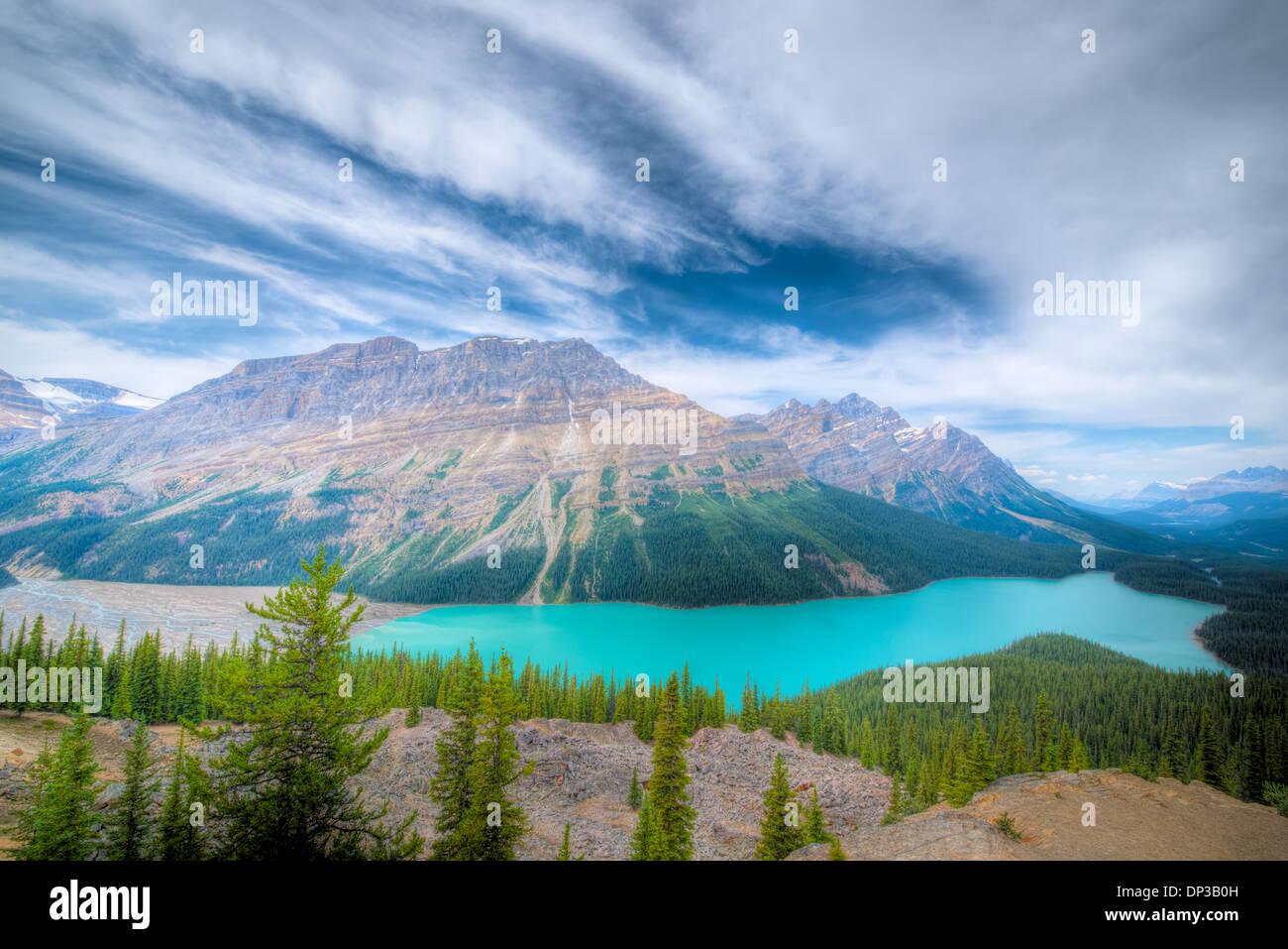 Peyto Lake, Icefields Parkway, Alberta, Canada, Canadian Rockies, blaue Farbe von glazialen und Kalkstein Schlick. Stockbild