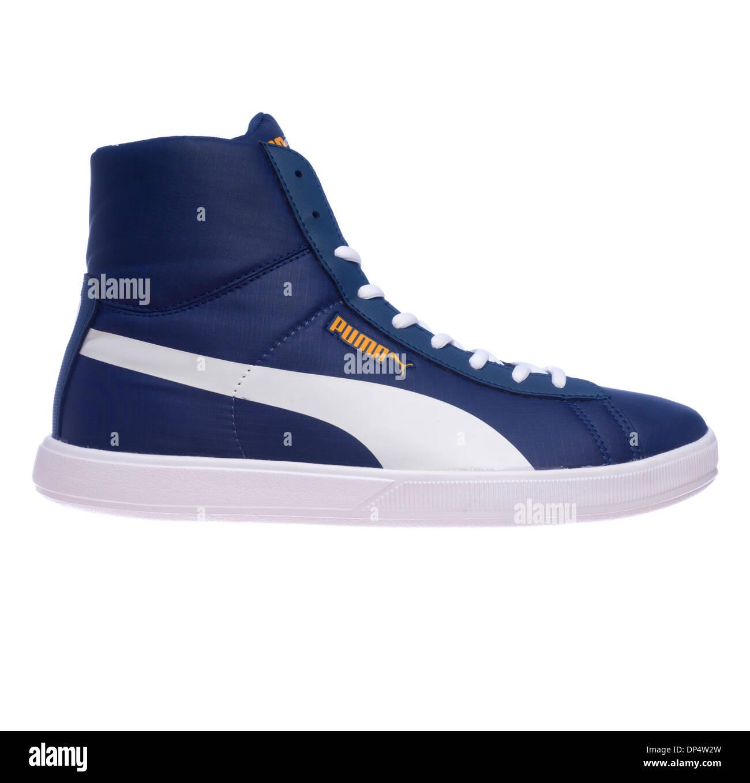 pretty nice 371c0 fabbe weißem retro auf Puma Schuhe Stockfoto isoliert Blau Hintergrund WInqXfdwIx