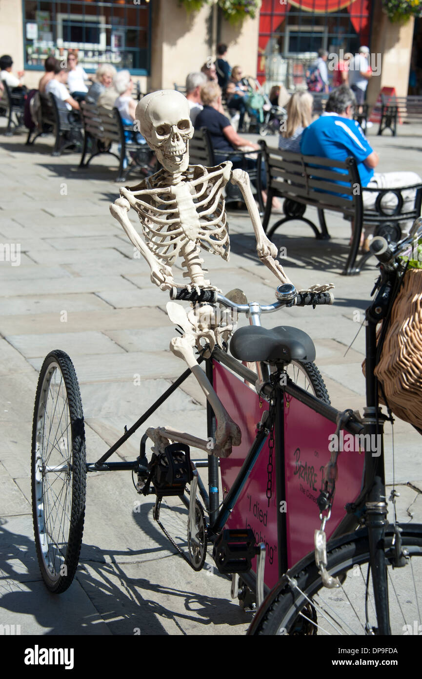 Skelett Mensch Reiten Fahrrad Fahrradtour Bizarre Stockbild