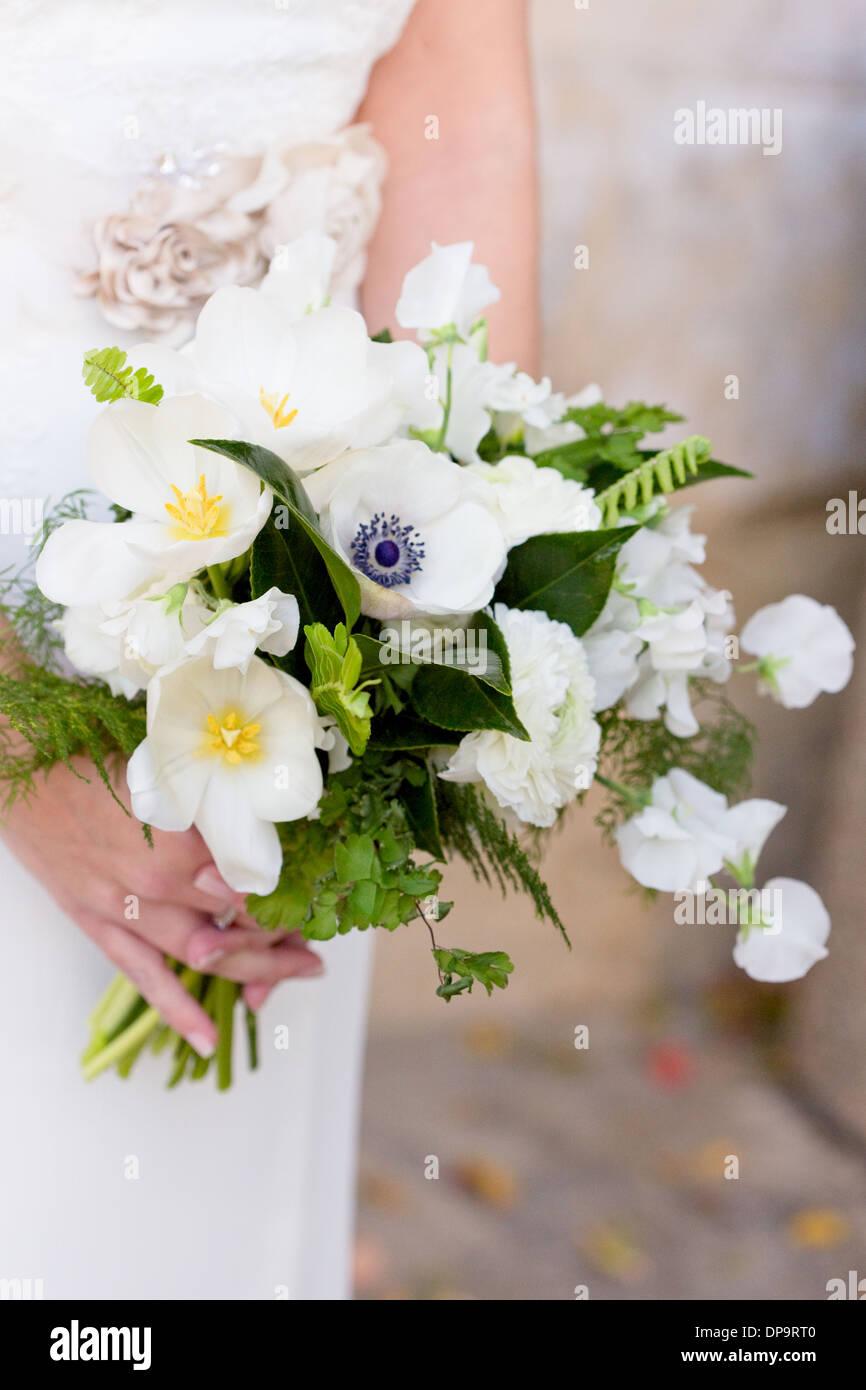 Weisse Blume Outdoor Hochzeit Braut Strauss Stockfoto Bild