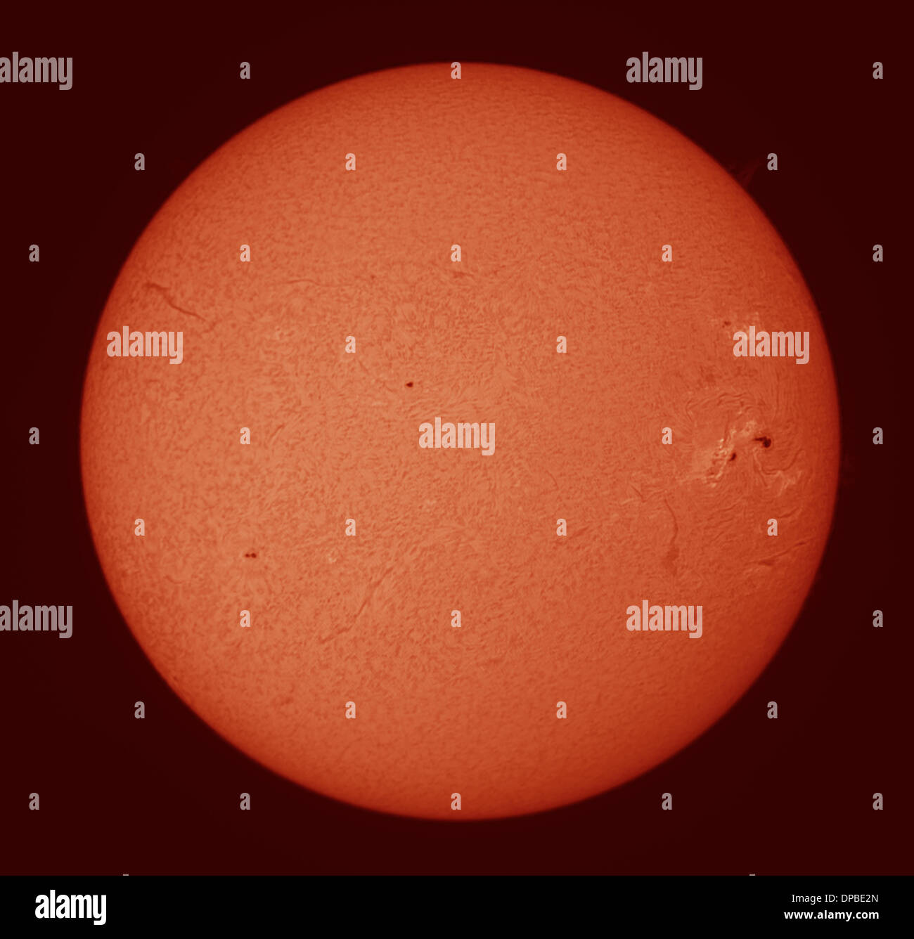 London, UK. 11. Januar 2014. Riesen Sonnenflecken AR1944 nähert sich langsam der Rand der Sonnenscheibe, gesehen Stockbild