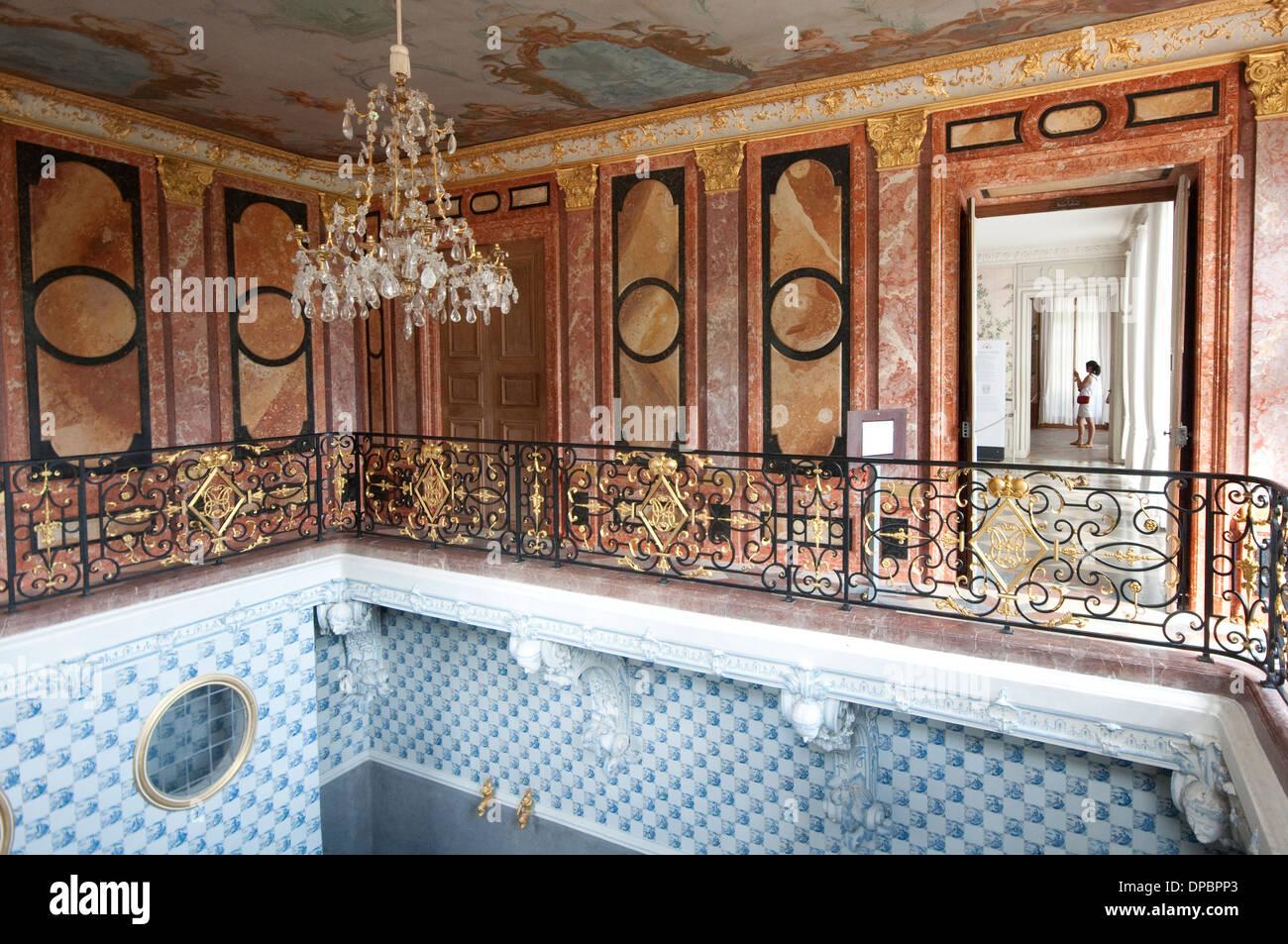 deutschland bayern m nchen schloss nymphenburg badenburg innen bad mit delfter kacheln. Black Bedroom Furniture Sets. Home Design Ideas