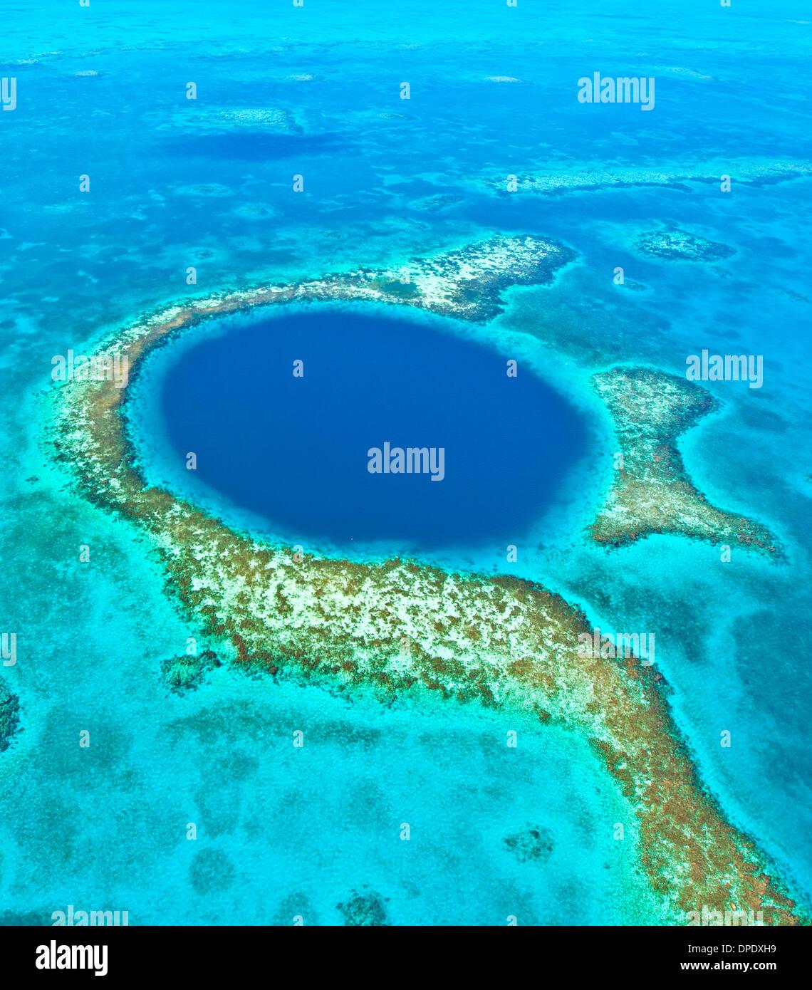 Das blaue Loch Blue Hole National Monument, Belize Karibik Meso-amerikanischen Reef Lighthouse Reef Atoll 400 Fuß Loch im Riff Stockbild