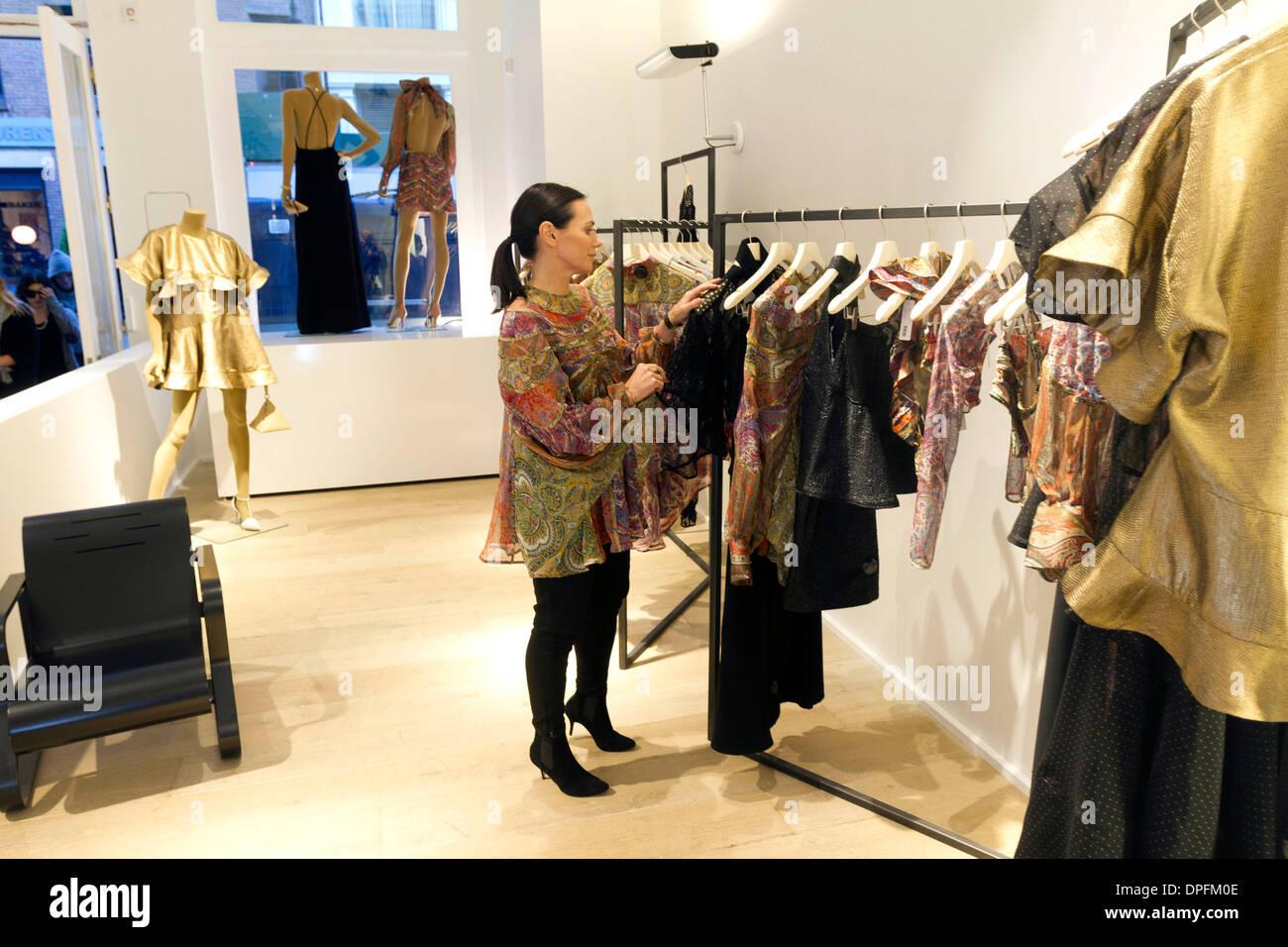 Designer Clothes York | Australische Mode Designer Und Handler Nicky Zimmermann In Ihrem New