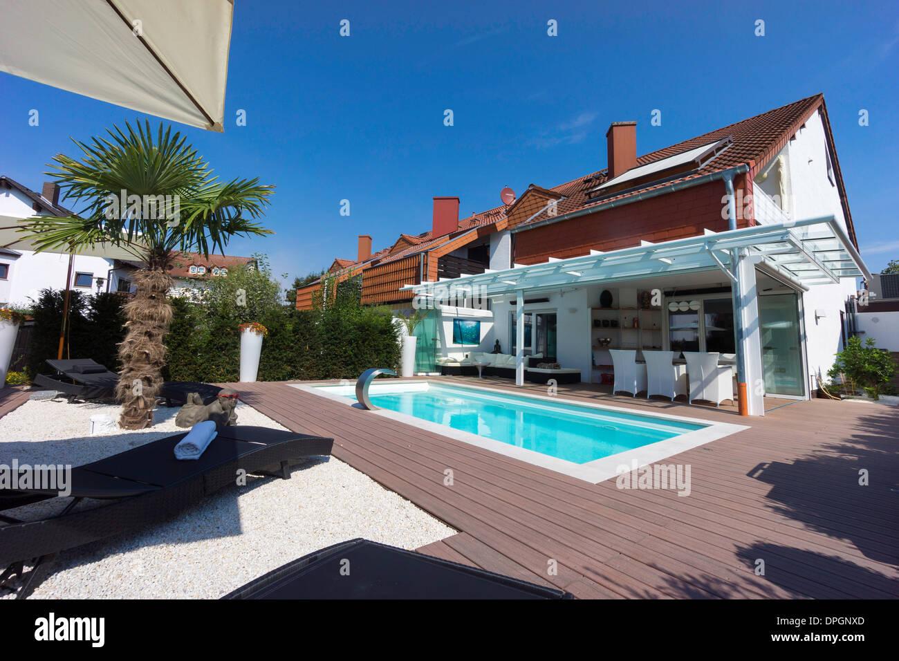 Private Reihenhaus mit Garten, Wintergarten, Pool und Terrasse ...