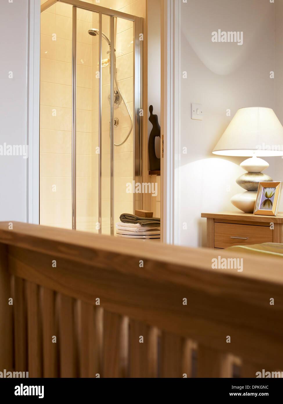 Blick auf Bad Dusche aus Schlafzimmer Stockfoto, Bild: 65583768 - Alamy