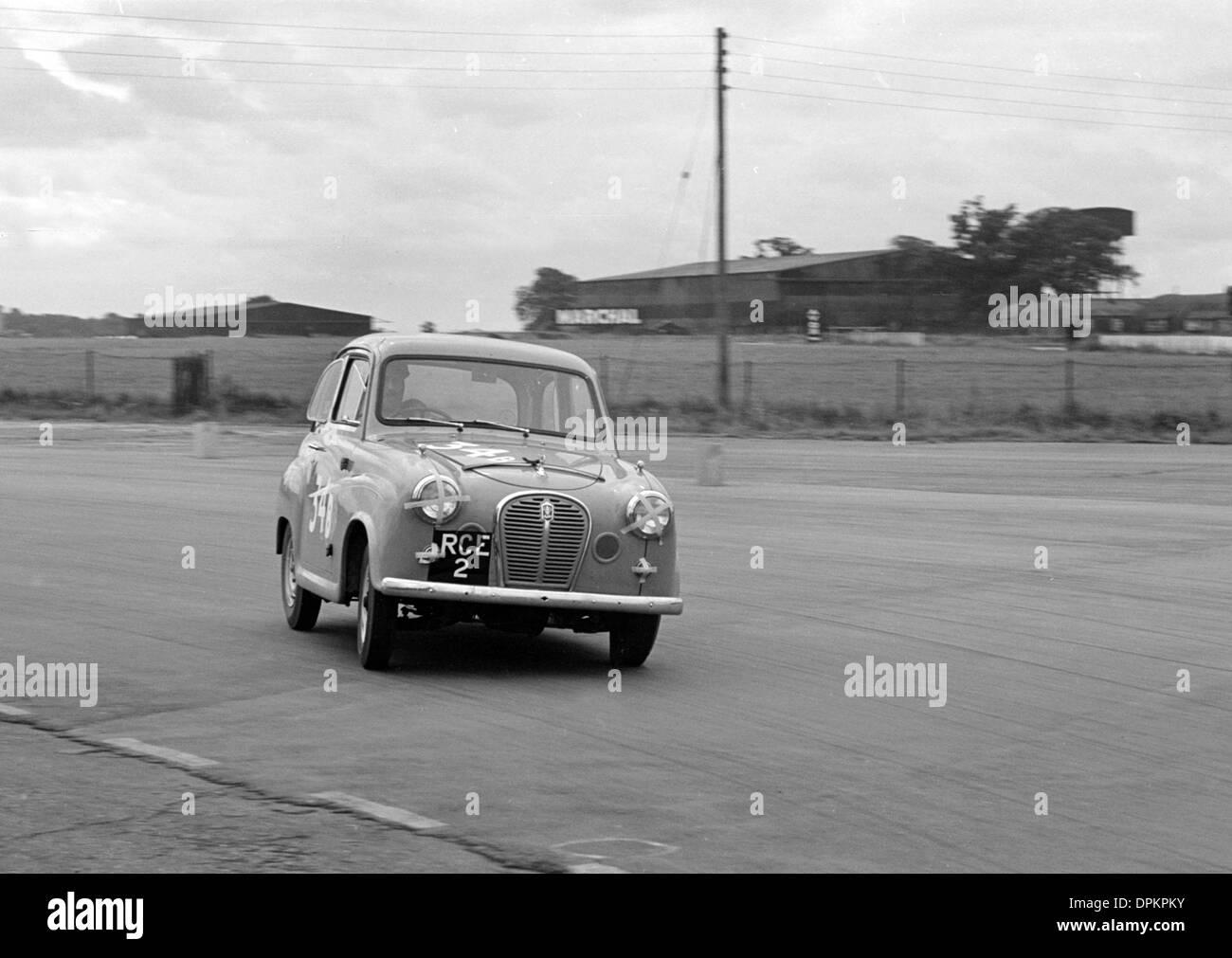 Austin A35 während 750 Motor Club 6-Stunden-Relais-Rennen von Silverstone 1957 Stockbild
