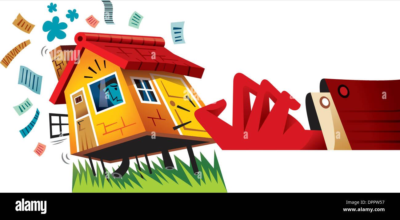 Eine große Hand klopft an die Tür eines kleinen Hauses Stockbild