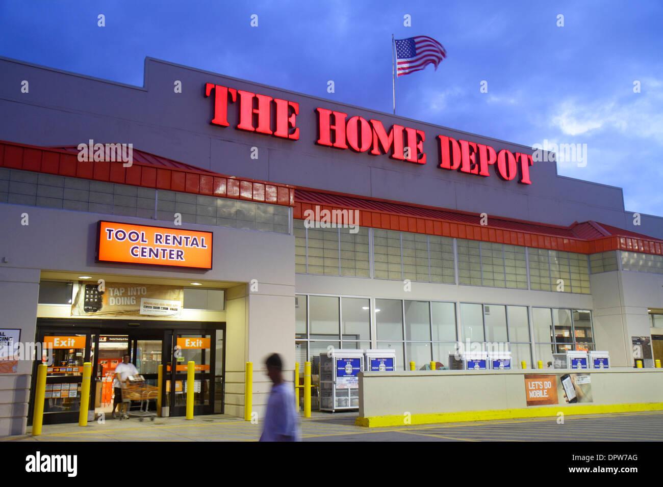 Miami Florida Little Havanna Calle Ocho Home Depot Hardware Geschäft