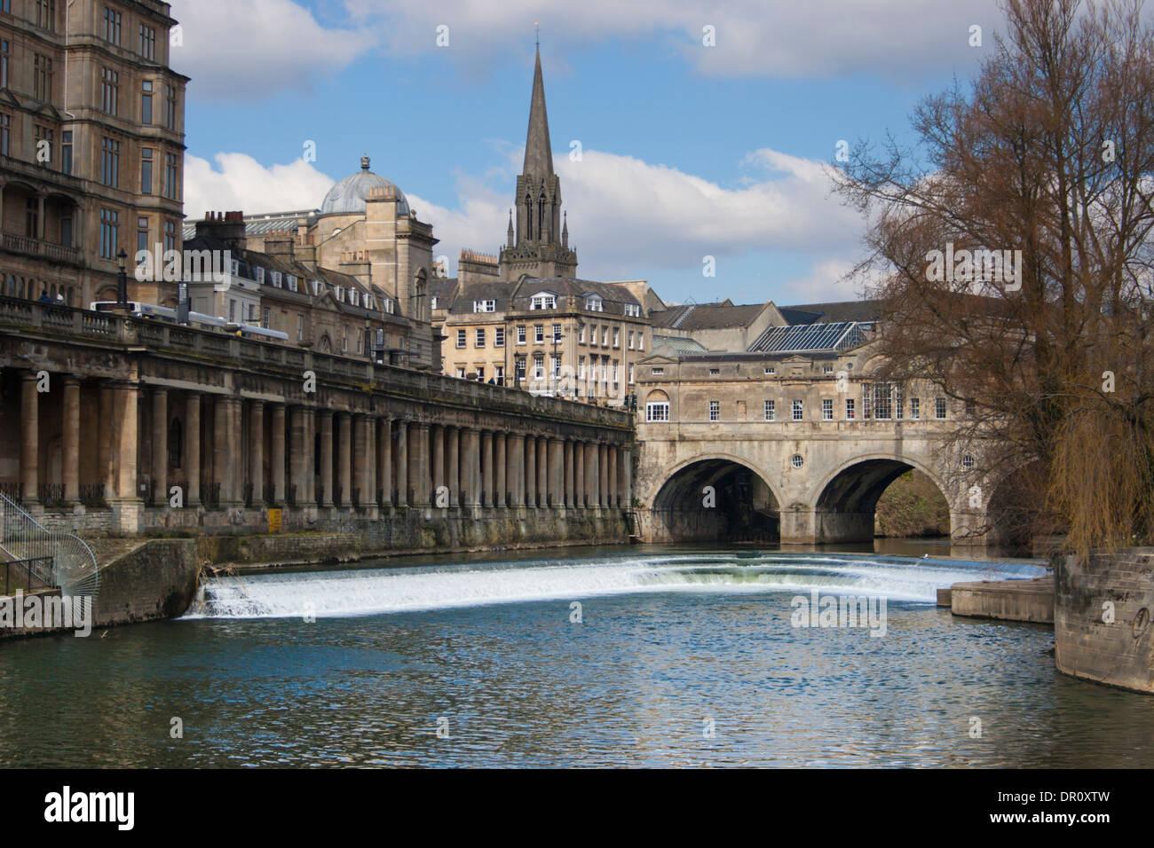 Ansicht der Pultney Brücke über den Fluss Avon in der Stadt Bath, Somerset. England. Stockbild