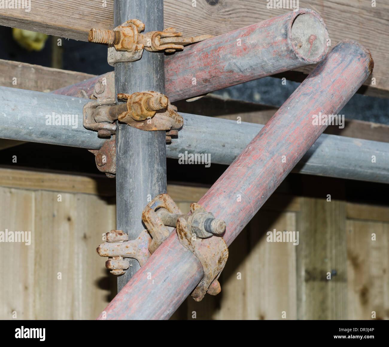 Gerüst-Verbindungen auf einer Baustelle. Stockbild