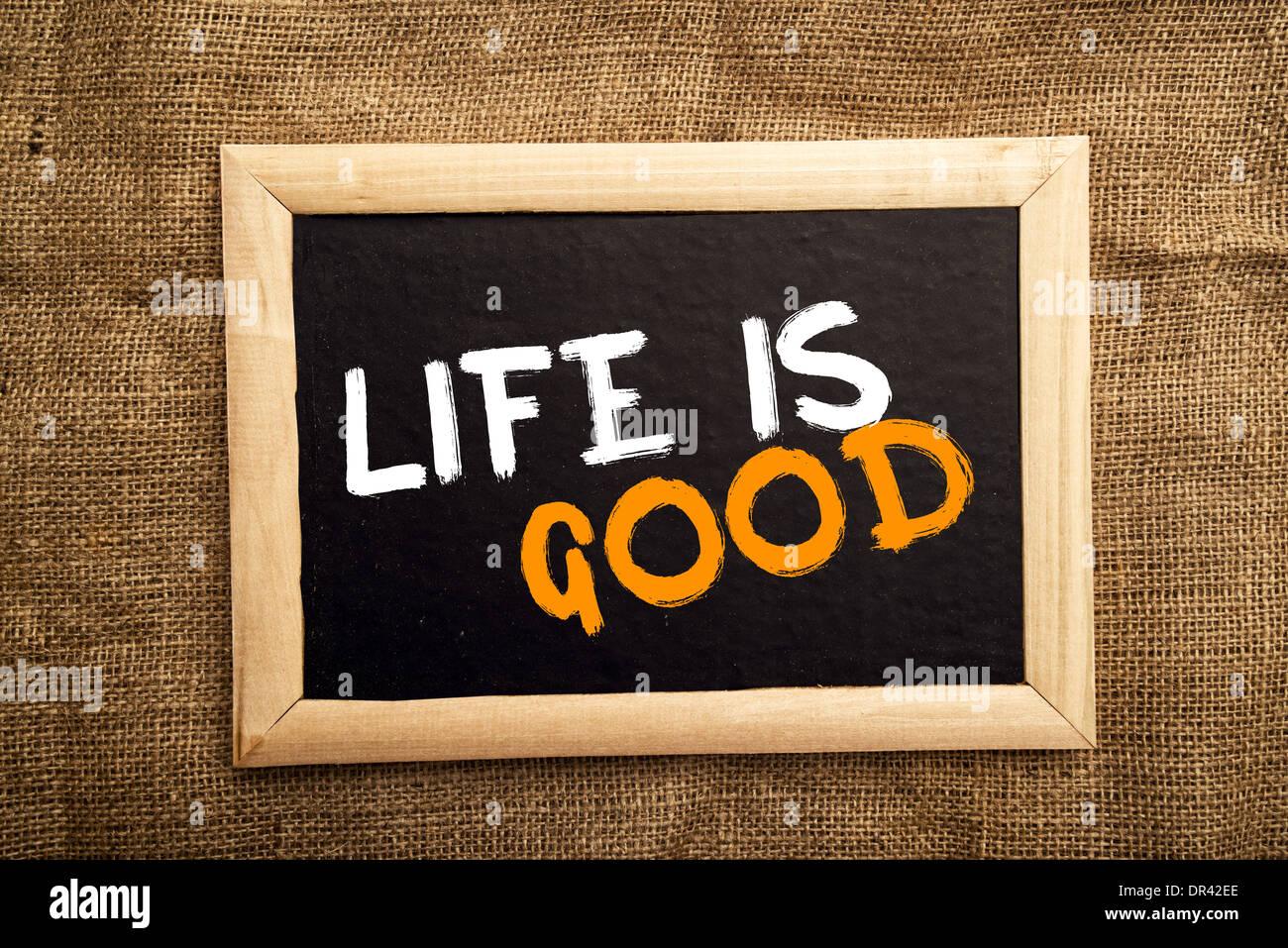 Das Leben ist gut, positive Nachricht am schwarzen Brett Stockbild