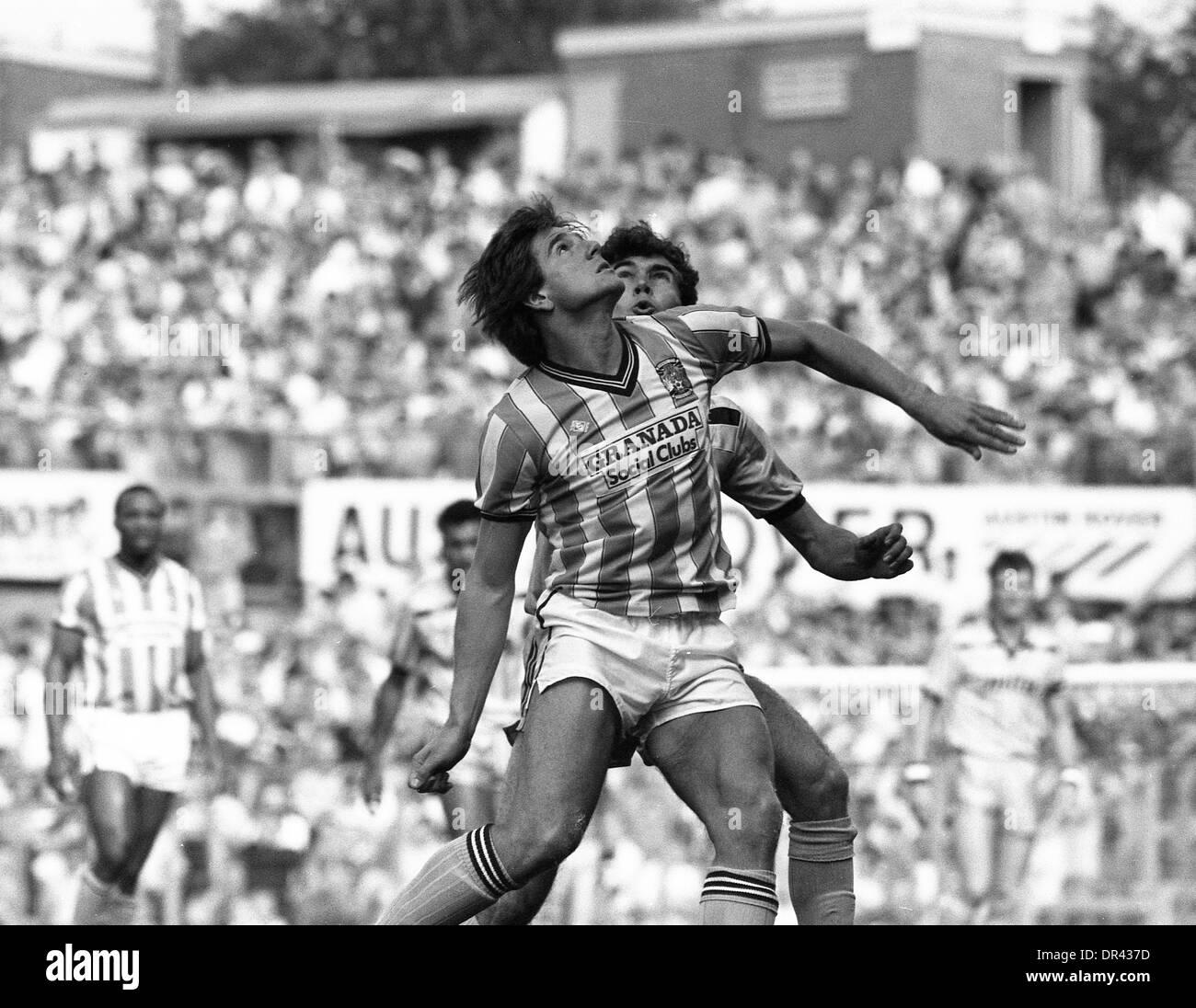 Coventry City V Aston Villa in der Highfield Road 10.04.86 Coventry City Fußballer David Phillips 1986 1980s Stockbild