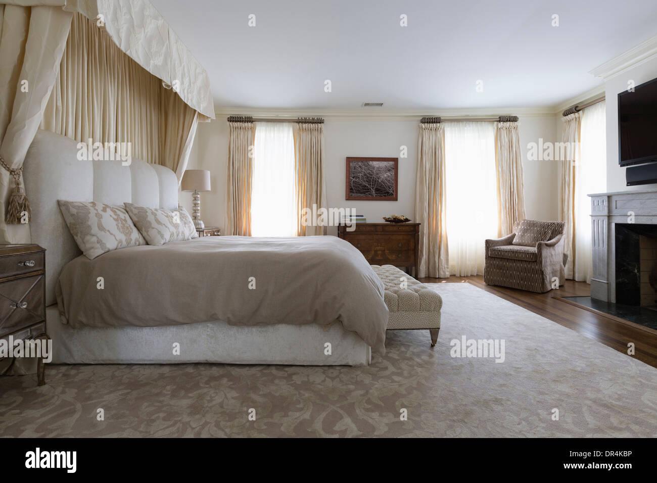 Bank und in kunstvollen Schlafzimmer Stockfoto, Bild ...