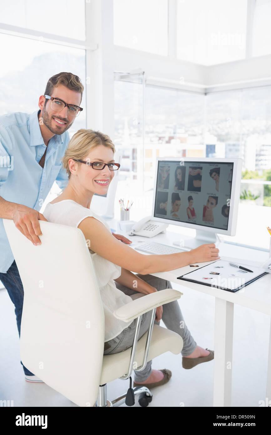 seite ansicht portrait von foto editoren arbeiten am computer stockfoto bild 65878225 alamy. Black Bedroom Furniture Sets. Home Design Ideas