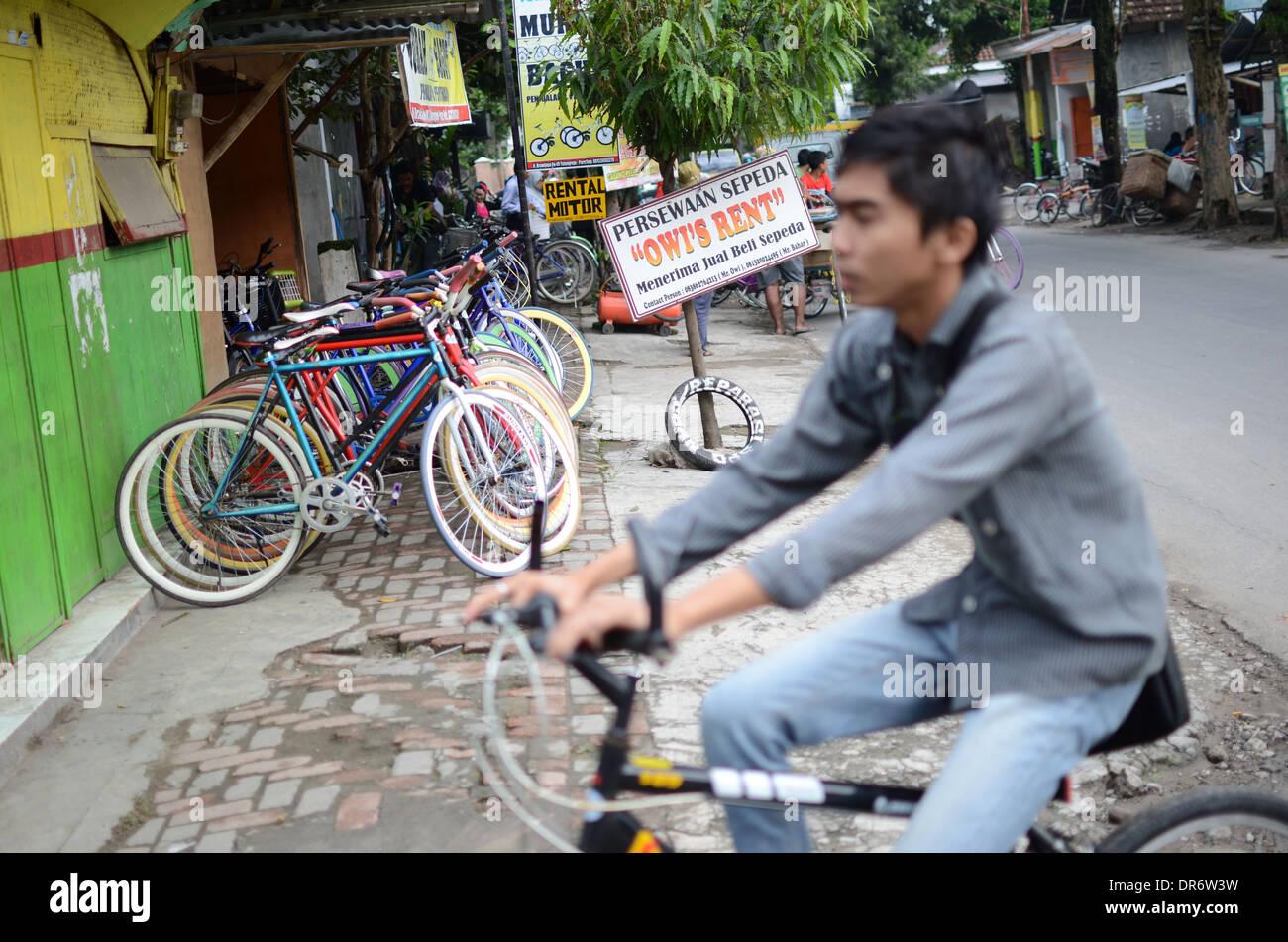 """Fahrradverleih im Dorf Pare oder """"English Village"""" in Indonesien. Stockbild"""