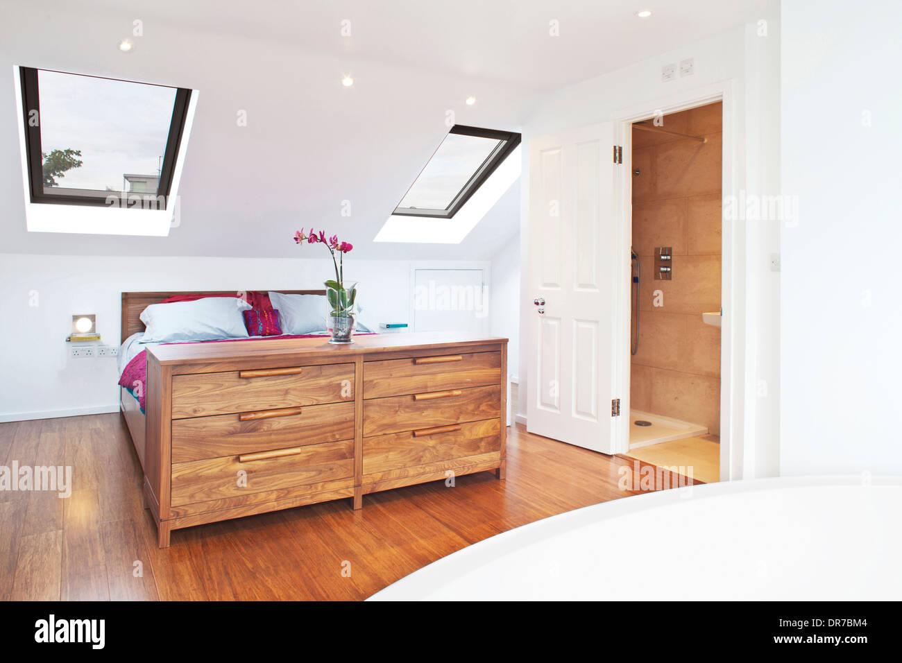 Highbury zeitgenössische Haus Umbau, Schlafzimmer und Bad mit Dusche ...