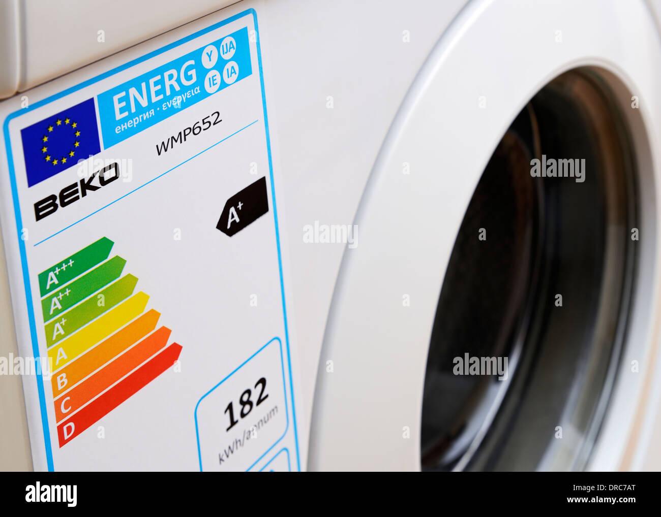 Energieverbrauch Siegel der Europäischen Union auf eine Waschmaschine. Stockbild