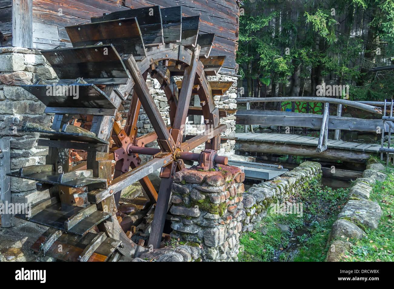 Alten Wasserrad im Bayerischen Wald Deutschland Stockfoto