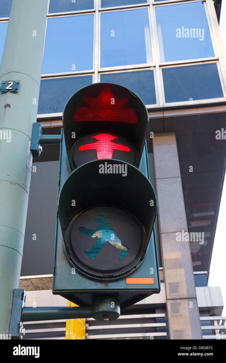 Charakteristische Berlin Prosaisches Licht mit roten signal Stockfoto