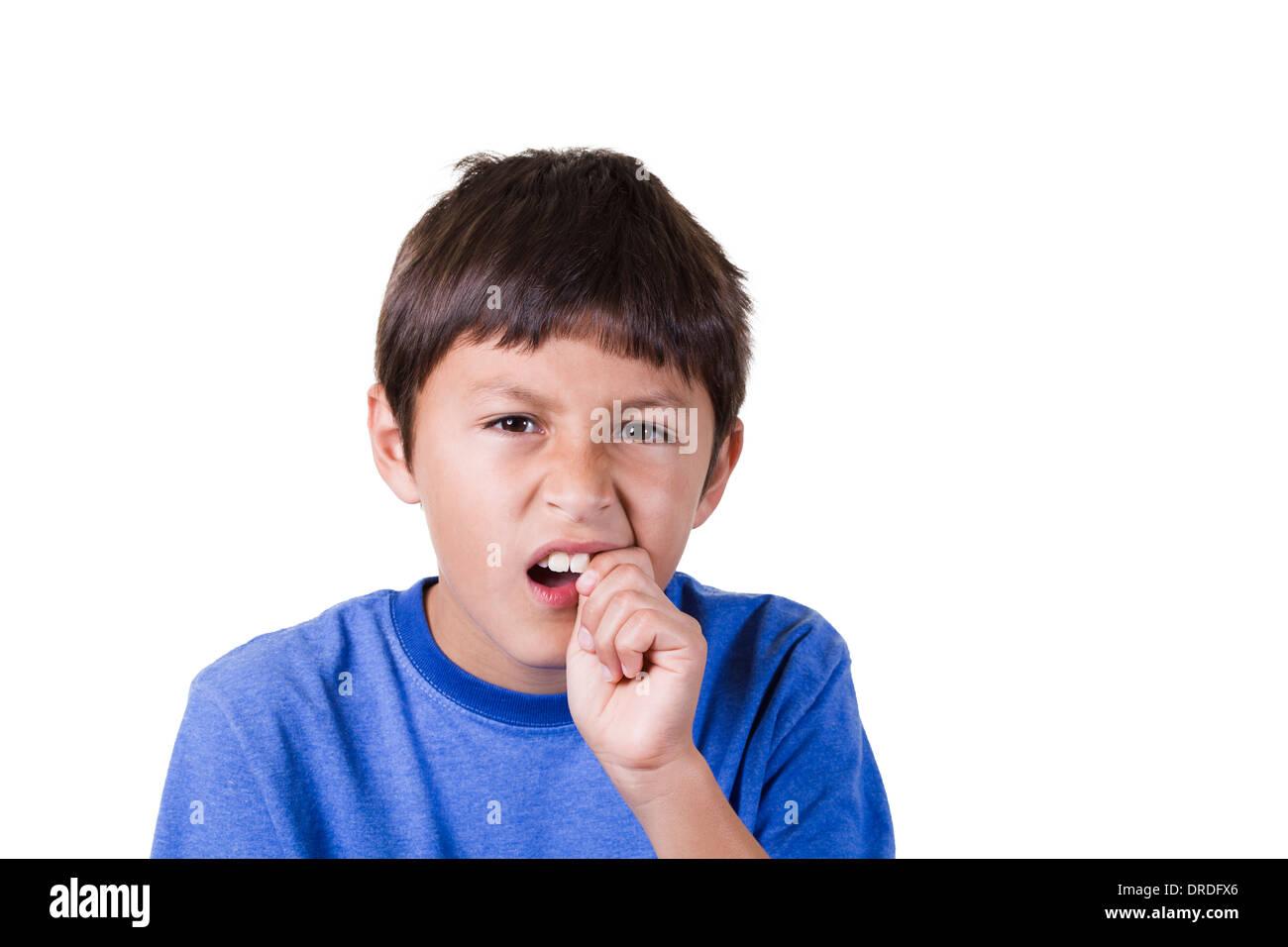Junge mit Zahnschmerzen oder losen Zahn Stockbild