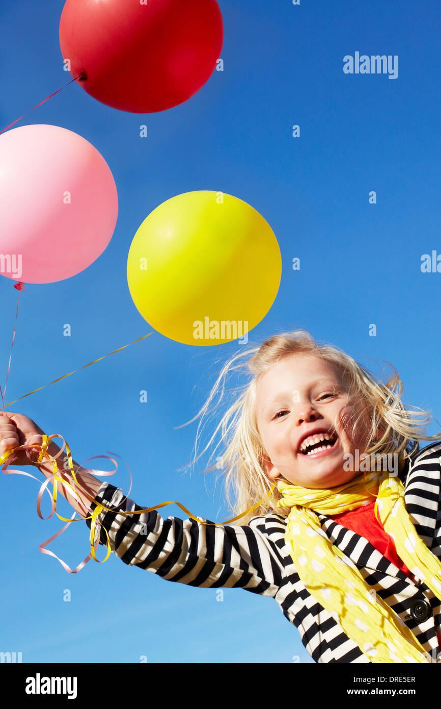 m dchen mit haufen gro e luftballons stockfoto bild 66079855 alamy. Black Bedroom Furniture Sets. Home Design Ideas