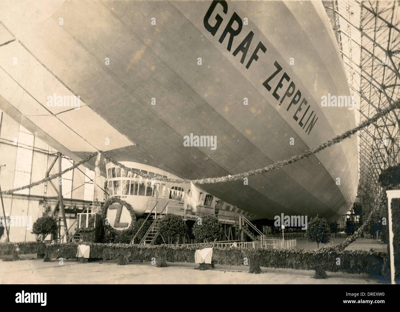 Graf Zeppelin in einem Hangar in Deutschland Stockbild