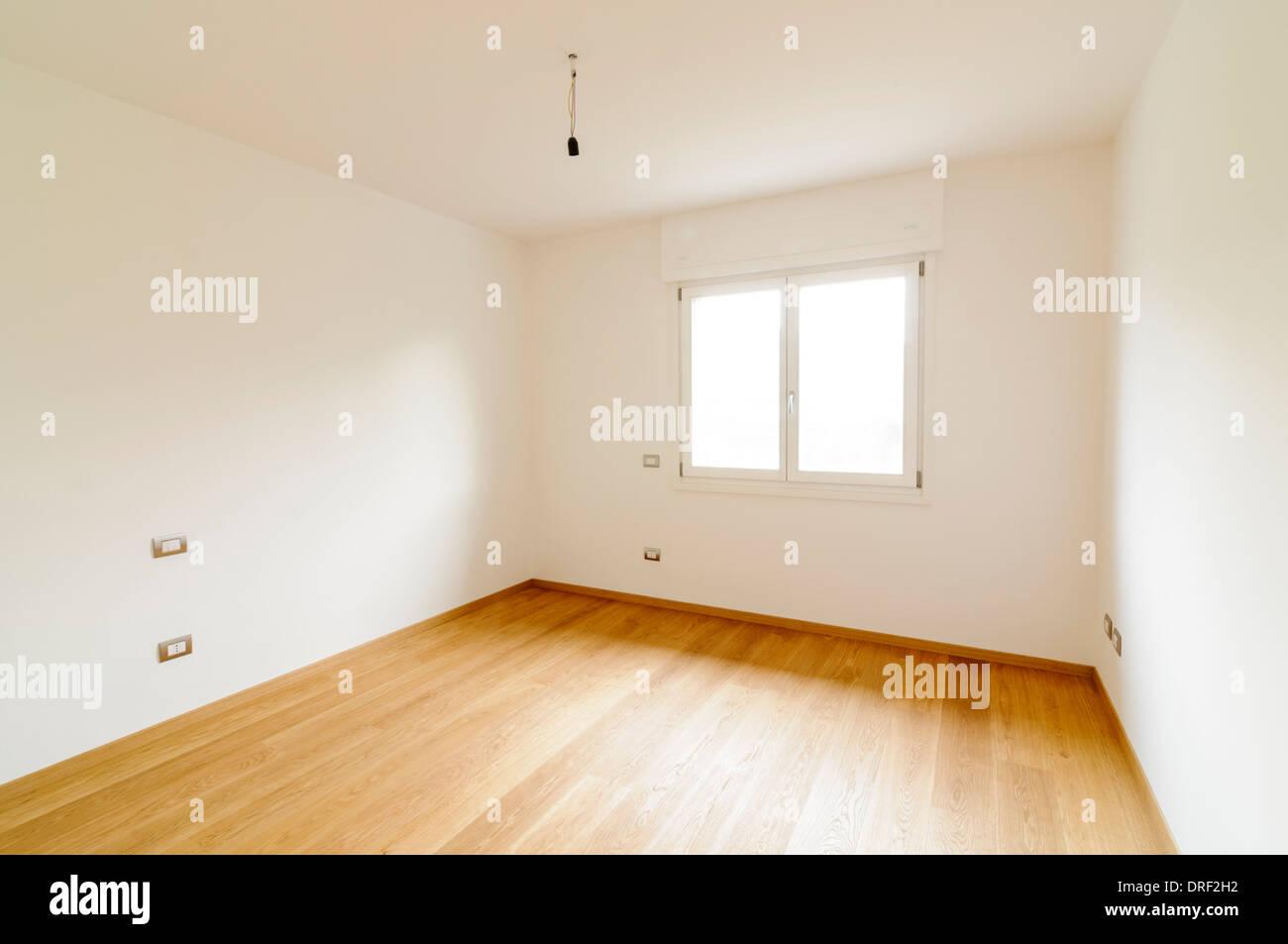 Leere Zimmer Mit Weißen Wänden, Fenster Und Parkett