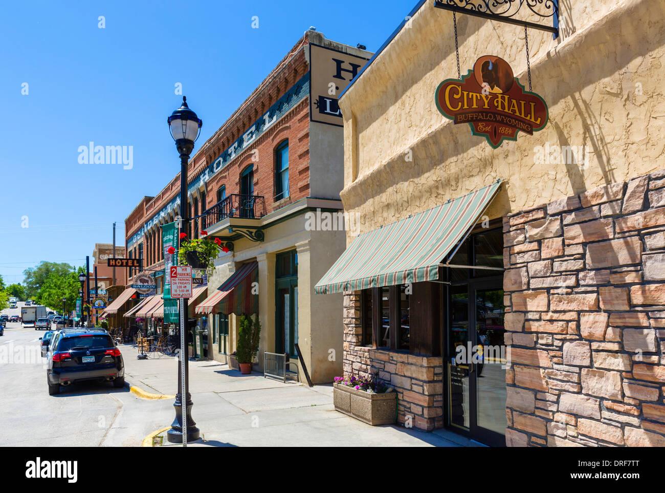 Rathaus und Occidental Hotel auf der Hauptstraße in der historischen Innenstadt von Buffalo, Wyoming, USA Stockbild