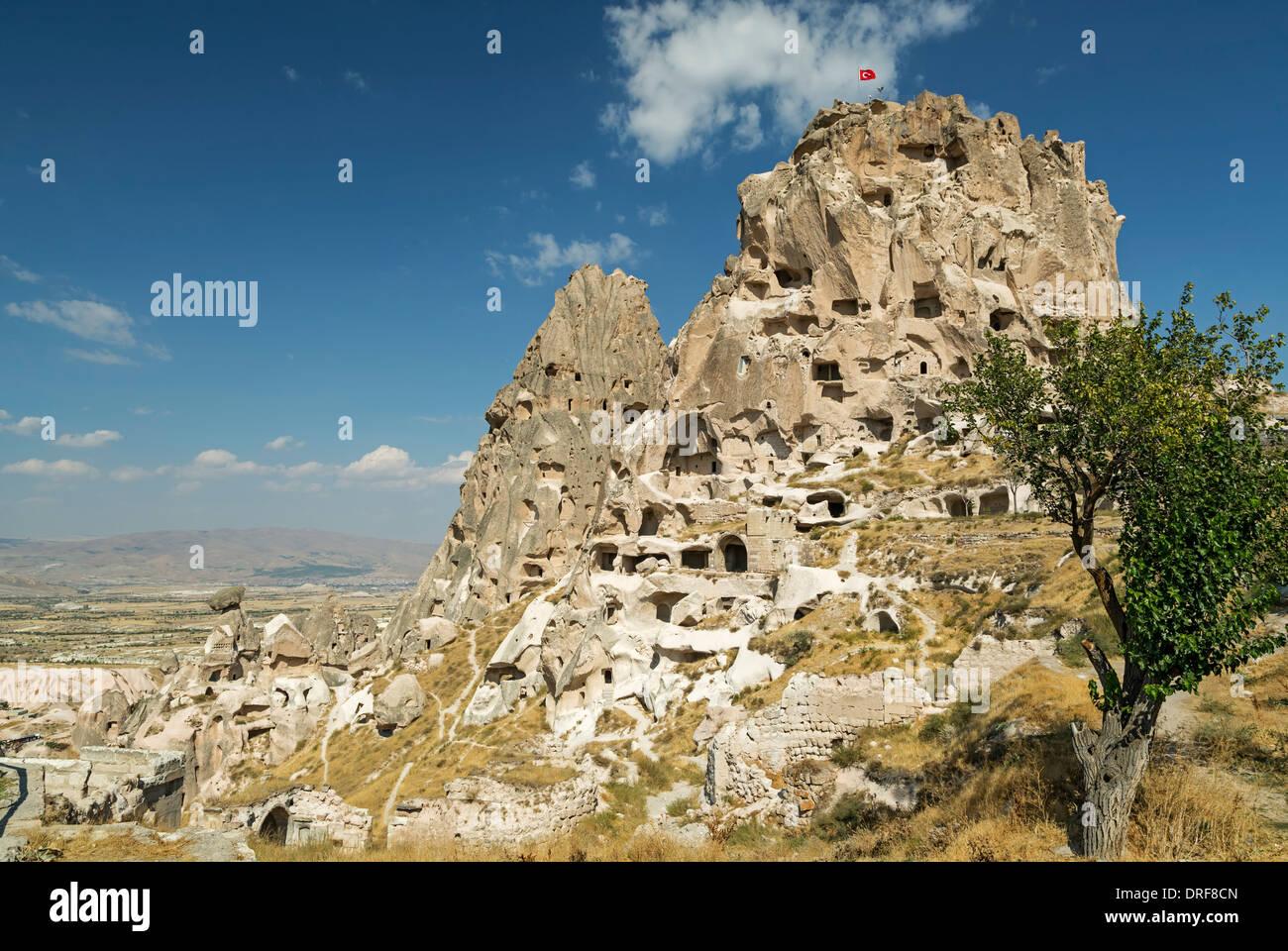 Feenkamine und The Castle, Uchisar, Kappadokien, Türkei Stockbild