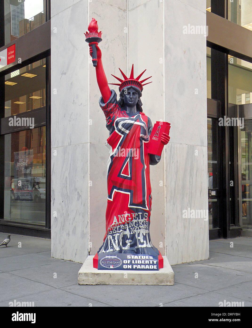 Eine Statue of LIberty in Anaheim Angels Uniform im Rahmen der 2008 ...
