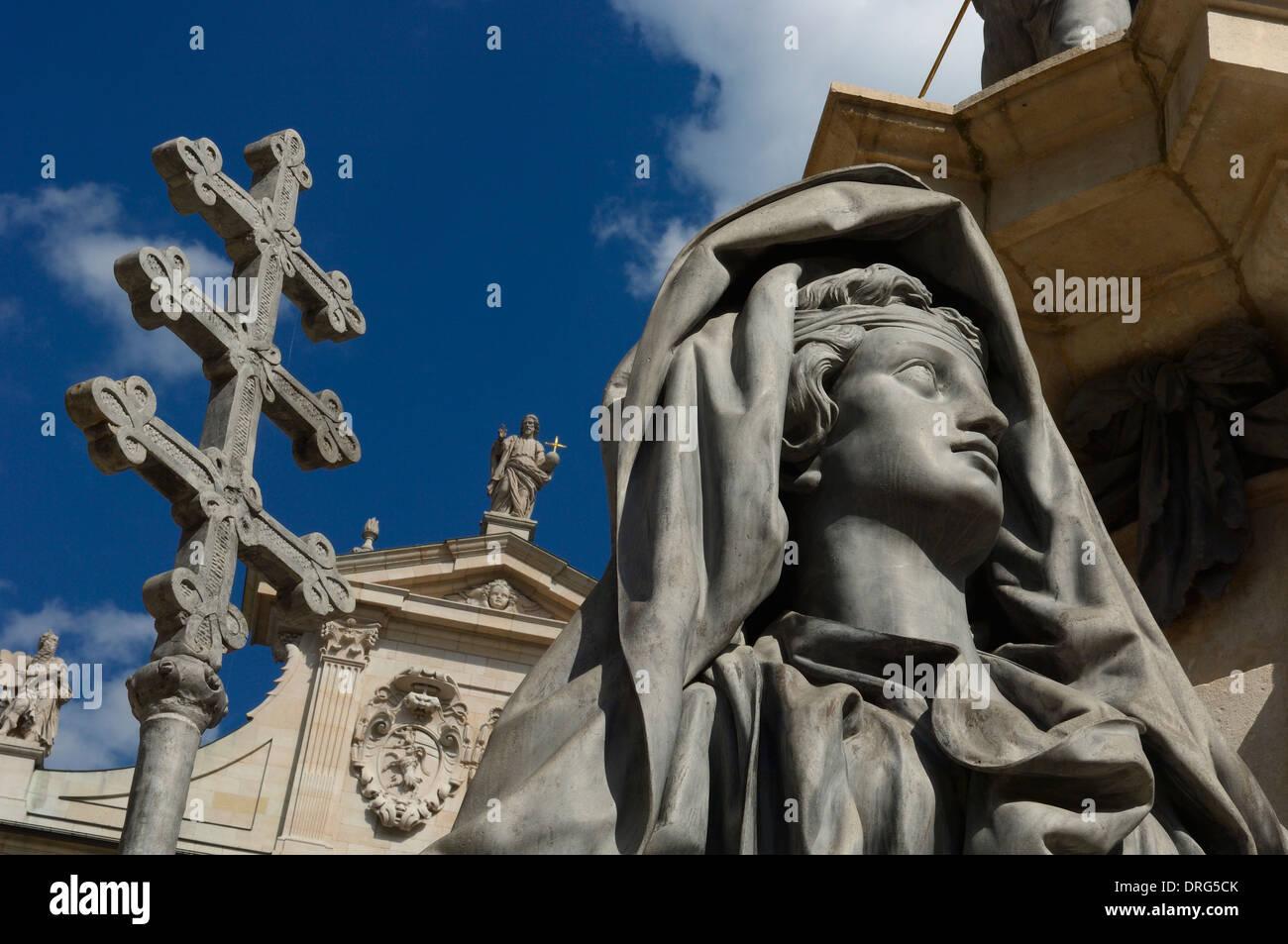 Allegorische Gestalt der Kirche, Teil der Mariensäule am Domplatz, Salzbuger Dom, Salzburg, Österreich Stockbild