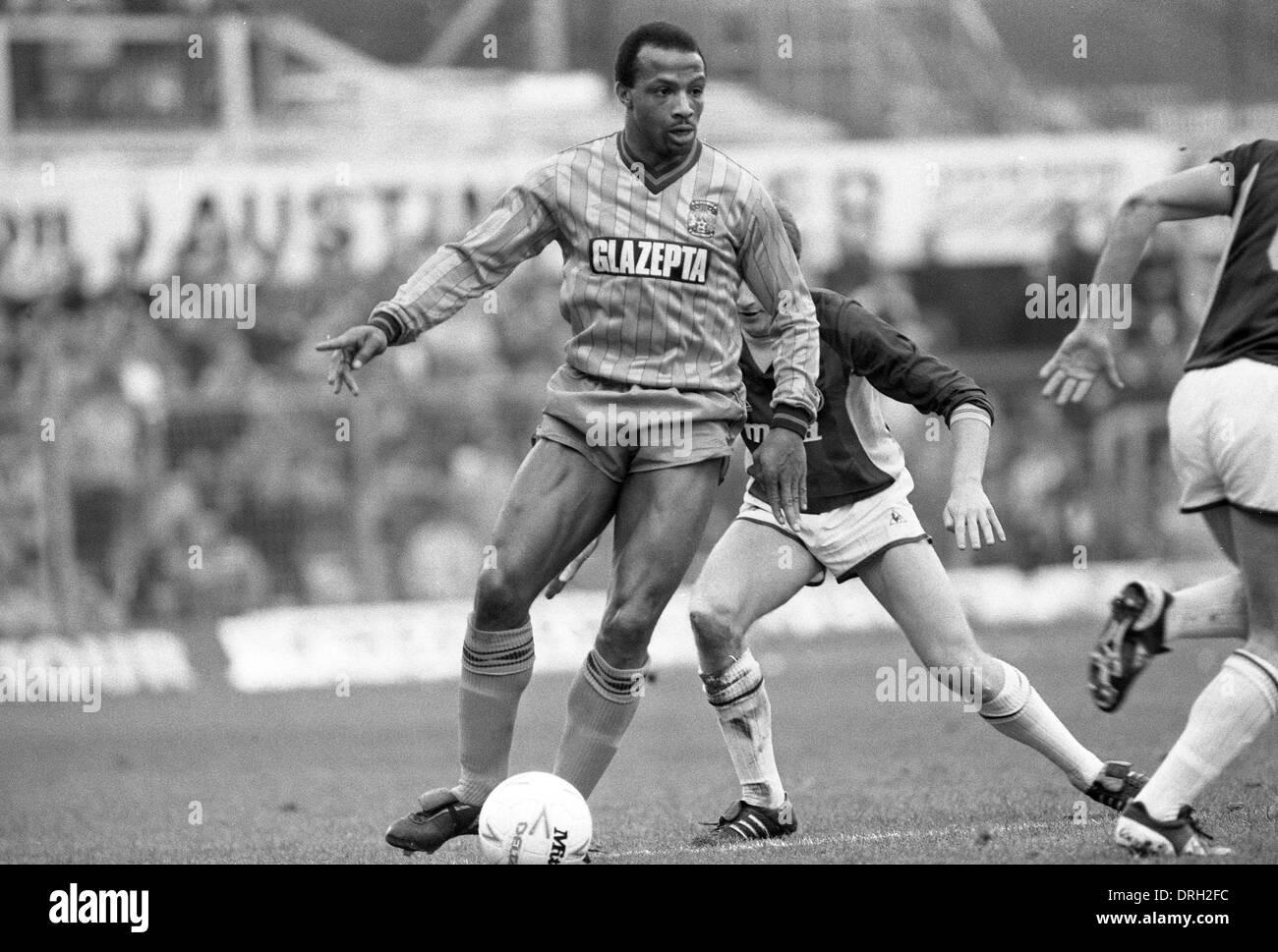 Fußballer Cyrille Regis COVENTRY CITY V ASTON VILLA 19.01.1985 Stockbild
