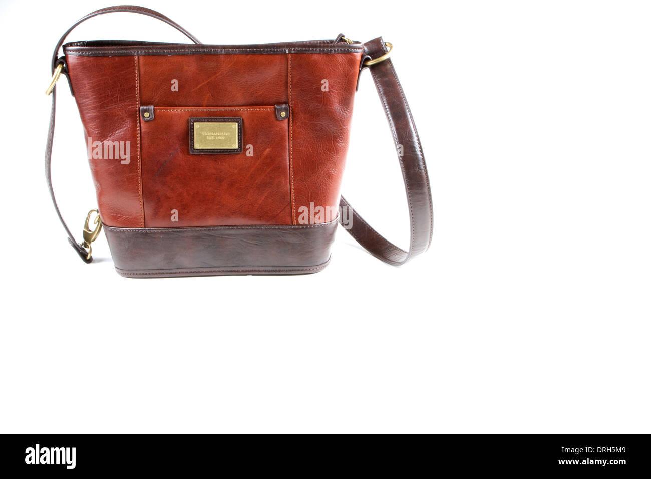 37267095558cd Damen Leder Braun Tignanello Handtasche vor einem weißen Hintergrund  isoliert