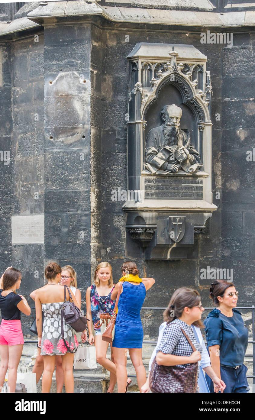 Menschen vor dem Stephansdom, st.-Stephans Kathedrale, Wien, Österreich Stockbild