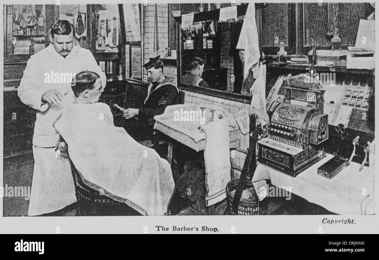 Einen alten altmodischen Friseure-Shop. Stockbild