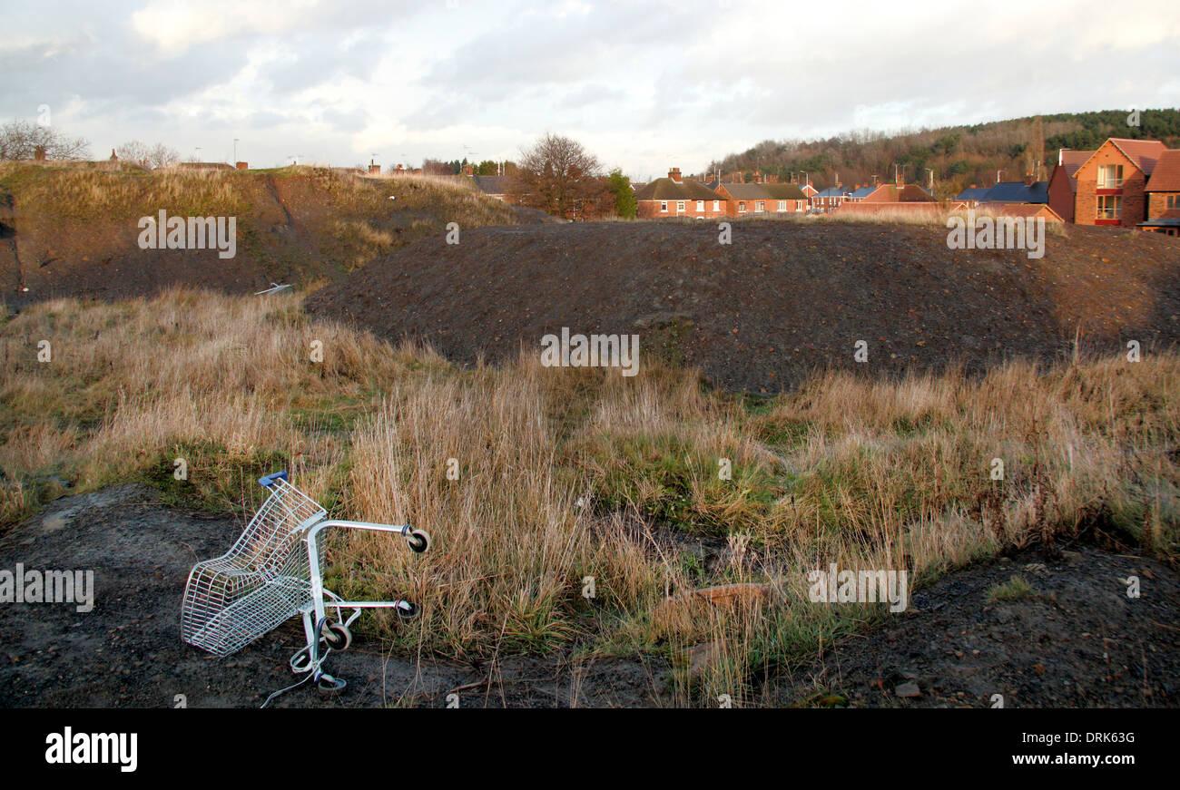 Abfälle landen auf Gelände der ehemaligen Grube / Zeche mit verderben Haufen, neue Ollerton, Nottinghamshire, England, UK Stockbild